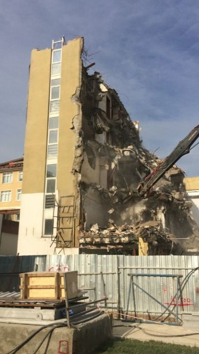 Ümraniye Belediye Binasının Yıkımı
